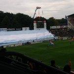 Vackert tifo! Nu står spelarna på planen. http://t.co/cXpc8speTf