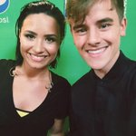 just met & chatted with the lovely @ddlovato! #VMAs http://t.co/BY62isrHmh
