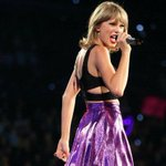 .@TaylorSwift13 Joined by @AvrilLavigne and @OmiMusicOnline at San Diego #1989 Concert http://t.co/fM0XpAbRXX http://t.co/Q3oyAWcmHx