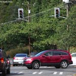 Cars navigate dead traffic signals in Ravenna as effects of Saturday windstorm continue into Sunday in #Seattle. http://t.co/3Fs9UAGUde