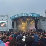 Thanks for catching our beach ball Justin @thedarkness @VictoriousFest http://t.co/odU7OsxcyL