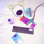 What am I carrying in my purse for the @MTV #VMA? ALL the #Girlsessentials!! #ad http://t.co/KDOBPdwzn8