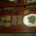 #Antinarcóticos #Quevedo en operativo contra el microtráfico detiene a ciudadano expendedor, se decomisa marihuana. http://t.co/l1can20OOE
