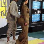 kim kardashian ta gravida de barriga e de bunda é isso msm produção #vmas http://t.co/BsdTHdy5Re