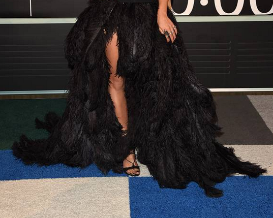 RT @YahooStyle: And the hottest member of the @verawanggang goes to @ritaora with that feathered skirt! #VMAs http://t.co/ZQetEdFewp http:/…