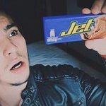 """""""@villalobossebas: Acabo de comprar una chocolatina Jet y no está el Jet. ¿Por quéééé, @chocolatesjet? http://t.co/7d62bRJAsn""""😅😂"""