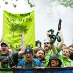 These fans are loving the fact that @SoundersFC lead rival @TimbersFC 2-0 at the half. WATCH:http://t.co/ZIQUIoH8kn http://t.co/idNRhnPnma