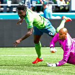 #Sounders make penalty kick in 1st half against #Timbers who tried to argue w/ref beforehand. #SEAvPOR @mattpentz http://t.co/kNiNt6MFto