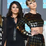 These two never go out of style—Selena and Taylor stun on the #VMAs red carpet! http://t.co/1gBBESeJXX