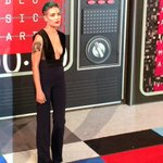 LOOK AT MY MOTHER SLAYING THE RED CARPET @HALSEY #ShesKindaHotVMA http://t.co/ZXPflt7RIl