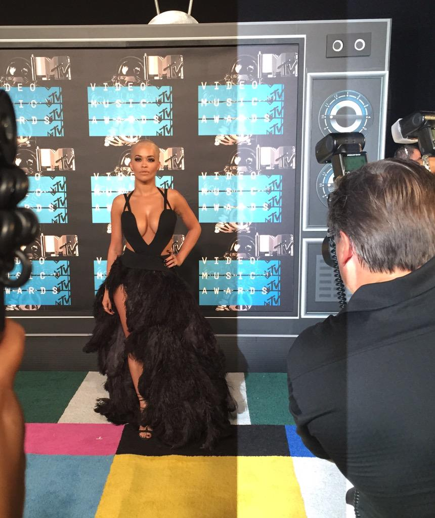 RT @billboard: The radiant @RitaOra #VMAs http://t.co/J3rlpK0tqA
