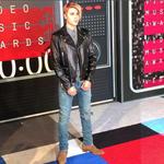RT si te gustó el look de @justinbieber en los #VMAs. *se retuerce de emoción* http://t.co/REVnD27prx