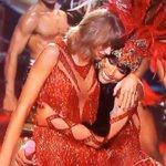 Taylor Swift & Nicki Minaj make up on stage after twitter beef. http://t.co/sTtYAwf8eu