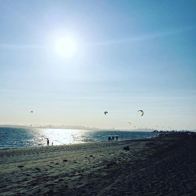 This view never gets old. #alameda #sf #california #kitesurf #beach #home / ballct #kitesurf http://t.co/wANETTindS