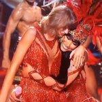 """Me imagino a Taylor susurrándole a Nicki en el oído """"Marica la dimos"""" http://t.co/eNtzNNugti"""