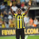 One last massive thanks to FENERBAHCE. 3 and half years fantastic , and the best good bye ceremony I could wish for. http://t.co/EXUGmNExZs