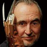 """Уэс Крэйвен—создатель """"Кошмара на улице Вязов"""" и """"Криков"""" скончался сегодня на 77-м году жизни. Фредди осиротел... http://t.co/BoR95zdkEi"""