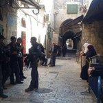 #صورة | قوات #الاحتلال تمنع النساء من دخول المسجد #الأقصى لليوم الثامن على التوالي . تصوير | صابرين عبيدات http://t.co/pTfoEqcA2m