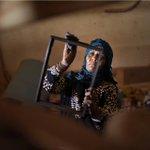 """""""آمال أبو رقيق"""" 43 سنة من #مخيم النصيرات وسط #قطاع_غزة .. أول #فلسطينية تحترف مهنة النجارة! بعدسة عبد زقوت #فلسطين http://t.co/Ke5Umh92pV"""