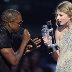 2009 x 2015. O mundo dá voltas não é mesmo? #VMAs http://t.co/3R2ZaSHUkH