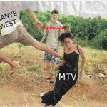 """""""Essas brigas dá audiência pra MTV, eles gostam disso! """" - KANYE WEST #vmas http://t.co/eQc3Z3X6hN"""