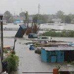 Спасатели из Хабаровского края помогают справиться с последствиями паводка в Уссурийске ВИДЕО: http://t.co/aocGB6EKJn http://t.co/NXKNHr7Czh
