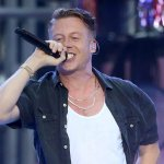 Macklemore & Ryan Lewis bring the house down with #Downtown at #VMAs2015: http://t.co/qqEmdHLGpV http://t.co/KuyP9T2k0O
