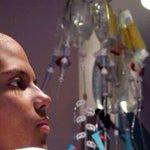 اللهم أجعل الكيماوي بردًا وسلامًا على مرضى السرطان، اللهم أجعل لهم مع كل وخزة ألم سيئة تسقط وحسنة تُكتب http://t.co/spCrOBrTZJ