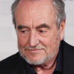 Умер режиссер фильма «Кошмар на улице Вязов» Уэс Крэйвен http://t.co/mRvlvRENTc http://t.co/ZvceKIkPeV