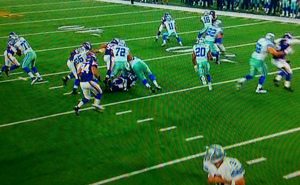 Oh look, McFadden opens big holes just like Demarco Murray RT @PhuketInTailand: @1053thefan @1053SS  @CowboysNation http://t.co/c6G50sKHHD
