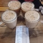 Lai gi Teh tarik place di @ayer8 . Satu teh tarik 5sen sahaja. Minum la smpai bebuih mulot! 🍵 http://t.co/Ie3963uUEB