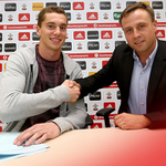 CONFIRMED: #SaintsFC have completed the signing of young goalkeeper Harry Lewis from @shrewsweb on a three-year deal. http://t.co/ofoJjmvehp