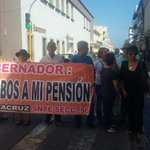 Jubilados cierran calles del puerto, exigen pago de pensión http://t.co/QLt4rGuVKx --> #Xalapa #Veracruz http://t.co/LTyDyJStRq