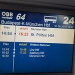 Zug voll syr. Refugees, bringt Wasser und Obst: St. Pölten, Linz, Salzburg. Wir sind in Wagen 24. @michelreimon http://t.co/FIbJctrlEJ