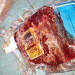 مطعم بمشيرب ضبطت فيه بلدية الدوحة 50 كجم لحوما منتهية الصلاحية ويقوم باعداد وحفظ المواد الغذائية بظروف غير صحية #قطر http://t.co/ZWIvwLrkN0