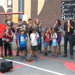 École Lambert-Closse à Montréal : manifestation pour le retour des enfants redeployés http://t.co/rLfiV0AtSt http://t.co/7aP4HeaA7s