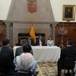 Ministros @navasveracesar y @sandynaranjo se reúnen con cuerpo diplomático para tratar situación #VolcánCotopaxi. http://t.co/j5xNj03N9Z