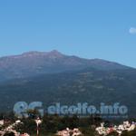 La Luna se posa sobre el Cofre de #Perote regalándonos una bella postal natural en #Xalapa @webcamsdemexico http://t.co/z4G9mWsVOu
