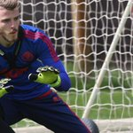 Sky sources: @ManUtd and @RealMadrid are in talks over @D_DeGea but no fee has been agreed: http://t.co/Hc9AUGJTYN http://t.co/2fTQ7FydJ8