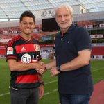 Oficial: Chicharito Hernandez é anunciado como reforço do Bayer Leverkusen. http://t.co/K8TV0W9pdO