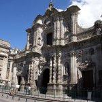 #FelizLunes Descubre La Compañía. Su fachada es una obra hecha en piedra volcánica. http://t.co/yEKCA8L0Y3 http://t.co/rlWM7g268s