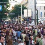 Demo-Zug über die Mahü. Nie war die Sache mit der Begegnungszone so passend und bewegend. #menschsein http://t.co/swgpqWITM1