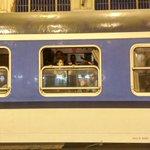 In Budapest #Keleti verlässt gleich der Nachtzug nach Berlin den Bahnhof. Einige Fliehende haben es herein geschafft. http://t.co/pULl8FGeFQ