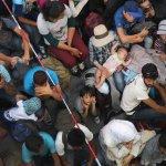 Ungarn/Österreich: Und plötzlich sind die Grenzen für Flüchtlinge offen http://t.co/DDTeqad9Ge http://t.co/0Z3tLwabzq