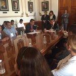 Reunión de trabajo con el secretario general e integrantes del Sindicato Único de Trabajadores del CECyTEV. #Veracruz http://t.co/HzCytBuwbU