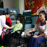 #Loja   Hasta las 19:00, en el hall municipal podrán donar sangre a la @CruzRojaLoja. @Ma_JoRodriguez #ReinaDeLoja http://t.co/BXcjYF072f