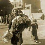 بائِع الحِبال حافِيَ القَدمَين باب الآغا ، بغداد ، ١٩٢٠ ، http://t.co/EiuJdhrBpH