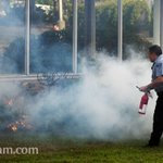 Security guard takes care of a smokey brush fire with extinguisher. Myrtle St in #Worcester http://t.co/giOHvsiD0f