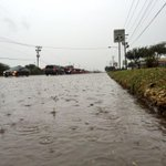 Traffic backed up through Alton Gloor in Brownsville due to flooding. @kgbt #rgv http://t.co/qWdRwwh0dt
