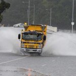 Photographer Brett Phibbs captured this photo before Tamaki Drive was closed this morning http://t.co/fG0XaSm7mL http://t.co/yIv78ZyNJj